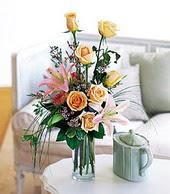 Eskişehir çiçek , çiçekçi , çiçekçilik  cam yada mika vazo içerisinde gül kazablanka
