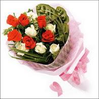5 kirmizi 5 beyaz güllerden   Eskişehir online çiçek gönderme sipariş