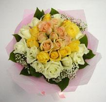 sari ve beyaz gül karisimda   Eskişehir çiçek , çiçekçi , çiçekçilik