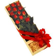 kutuda 12 adet kirmizi gül   Eskişehir çiçek yolla