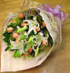 Eskişehir internetten çiçek satışı  11 ADET GÜL VE 1 ADET KAZABLANKA
