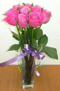 cam vazo içerisinde 11 adet gül  Eskişehir internetten çiçek satışı