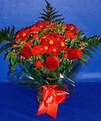 Eskişehir hediye çiçek yolla  3 adet kirmizi gül ve kir çiçekleri buketi
