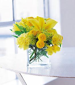 Eskişehir ucuz çiçek gönder  sarinin sihri cam içinde görsel sade çiçekler