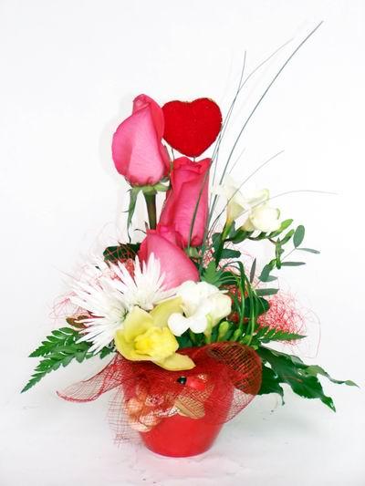 Eskişehir ucuz çiçek gönder  cam içerisinde 3 adet gül ve kir çiçekleri