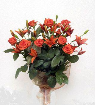 9 adet gül ve 3 adet lilyum çiçegi buketi   Eskişehir cicek , cicekci