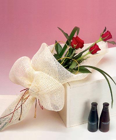 3 adet kalite gül sade ve sik halde bir tanzim  Eskişehir internetten çiçek siparişi