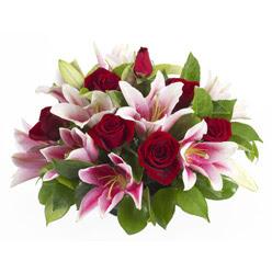 güller ve kazablnaklardan aranjman  Eskişehir anneler günü çiçek yolla