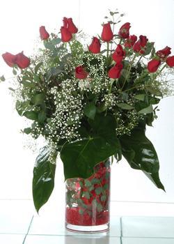 Eskişehir güvenli kaliteli hızlı çiçek  11 adet kirmizi gül ve cam yada mika vazo tanzim