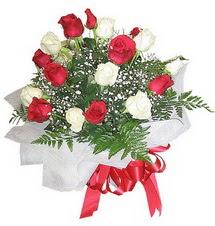 Eskişehir çiçek , çiçekçi , çiçekçilik  12 adet kirmizi ve beyaz güller buket