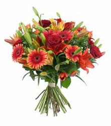 Eskişehir çiçek gönderme  3 adet kirmizi gül ve karisik kir çiçekleri demeti