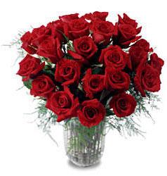 Eskişehir çiçek gönderme sitemiz güvenlidir  11 adet kirmizi gül cam yada mika vazo içerisinde