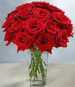 Eskişehir çiçek siparişi sitesi  Sevdiklerinize özel ürün 12 adet cam içerisinde kirmizi gül  Eskişehir hediye çiçek yolla