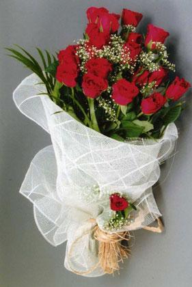 10 adet kirmizi güllerden buket çiçegi  Eskişehir yurtiçi ve yurtdışı çiçek siparişi