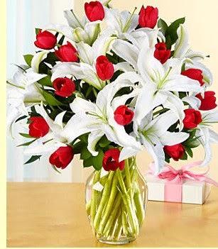 Eskişehir çiçek siparişi sitesi  3 kazablanka 10 kırmızı gül vazosu