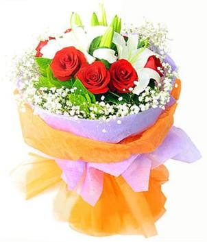 Eskişehir çiçek gönderme sitemiz güvenlidir  1 dal kazablanka 7 adet kırmızı gül buketi