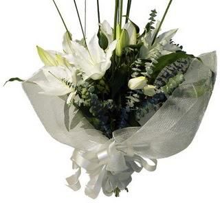 Eskişehir çiçekçi mağazası  2 dal kazablanka çiçek buketi