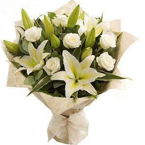 Eskişehir anneler günü çiçek yolla  3 dal kazablanka ve 7 adet beyaz gül buketi