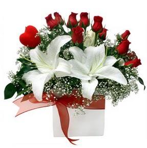 Eskişehir çiçekçi mağazası  1 dal kazablanka 11 adet kırmızı gül vazosu
