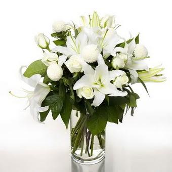 Eskişehir çiçek gönderme sitemiz güvenlidir  1 dal cazablanca 7 adet beyaz gül vazosu