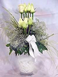 Eskişehir online çiçek gönderme sipariş  9 adet vazoda beyaz gül - sevdiklerinize çiçek seçimi