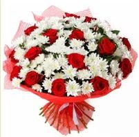 11 adet kırmızı gül ve beyaz kır çiçeği  Eskişehir internetten çiçek satışı