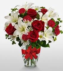 Eşsiz vazo tanzimi güller kazablankalar  Eskişehir online çiçek gönderme sipariş