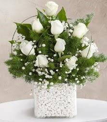 9 beyaz gül vazosu  Eskişehir çiçek satışı