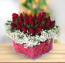 15 kırmızı gülden kalp mika çiçeği  Eskişehir çiçek satışı