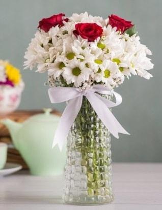 Papatya Ve Güllerin Uyumu camda  Eskişehir çiçek gönderme sitemiz güvenlidir