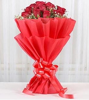 12 adet kırmızı gül buketi  Eskişehir hediye çiçek yolla